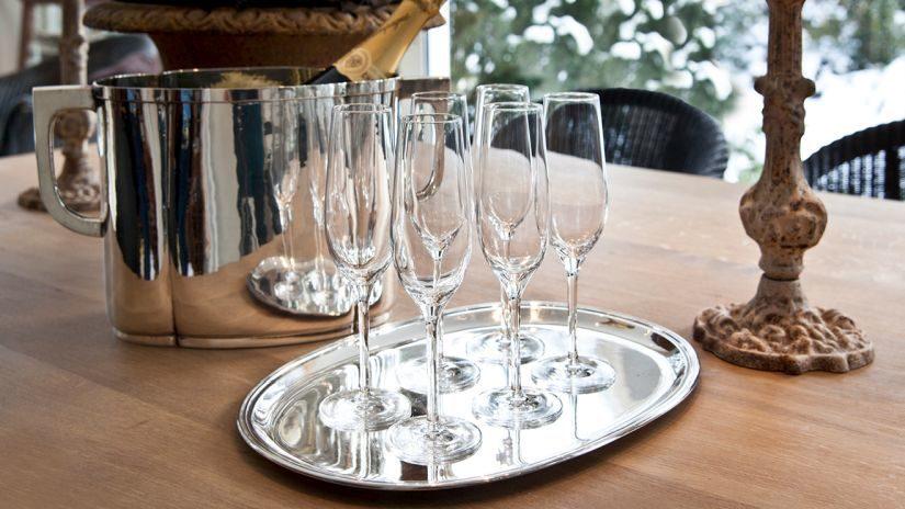 Vysoké poháre na šampanské