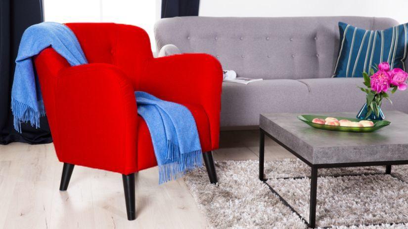 Červené kreslo do obývačky