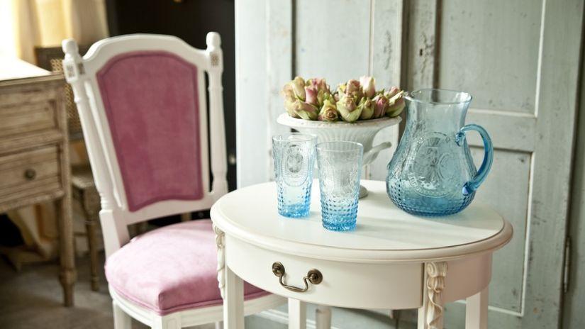 Vintage anglická ružová stolička
