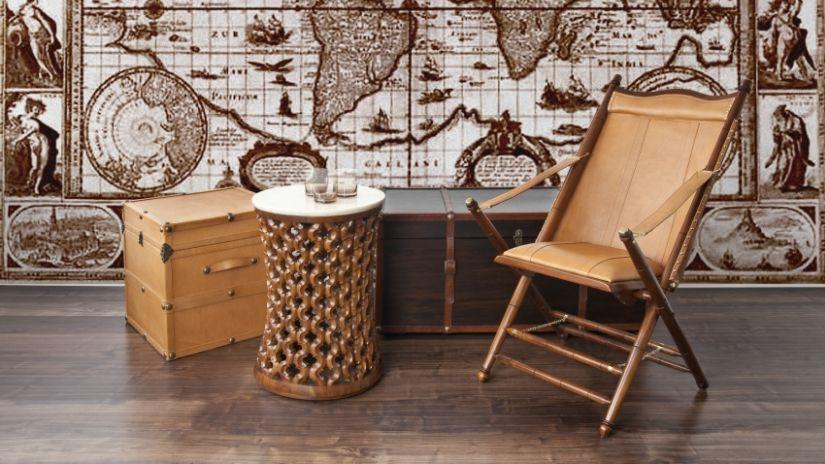 Hnedá kožená stolička v koloniálnom štýle