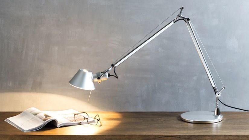 Stolná lampa do pracovne