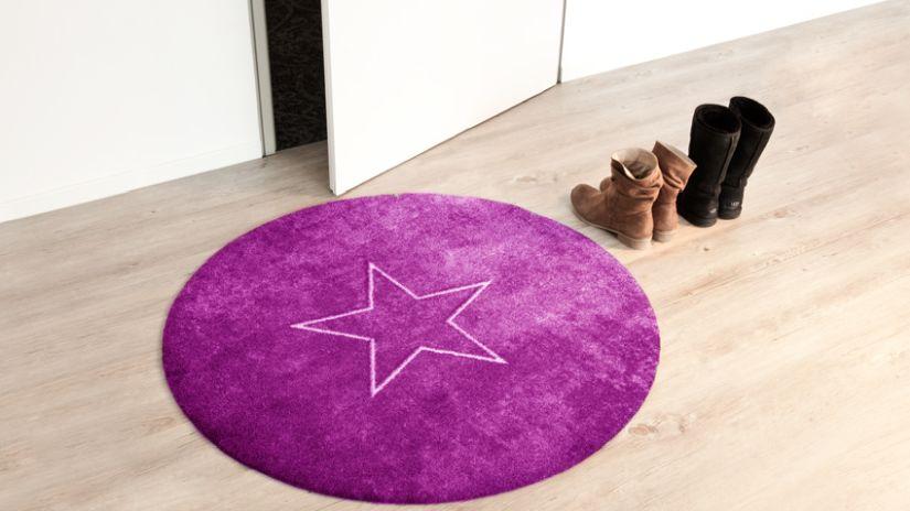 Fialový okrúhly koberec