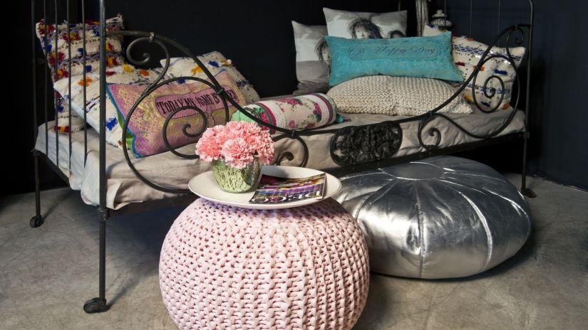 Jednolôžková posteľ z kovu