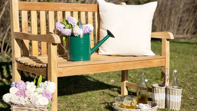 Drevený záhradný nábytok