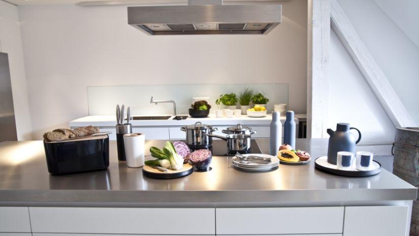 Moderná nerezová kuchyňa