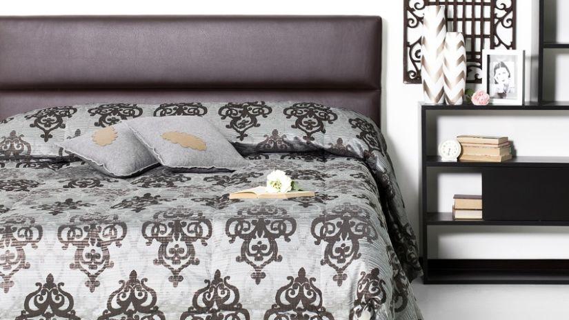 Moderná kožená čierna posteľ