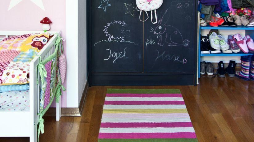 Farebný detský tkaný koberec