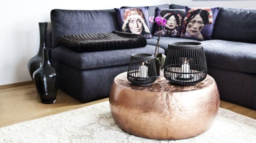 Trendy čierny gauč