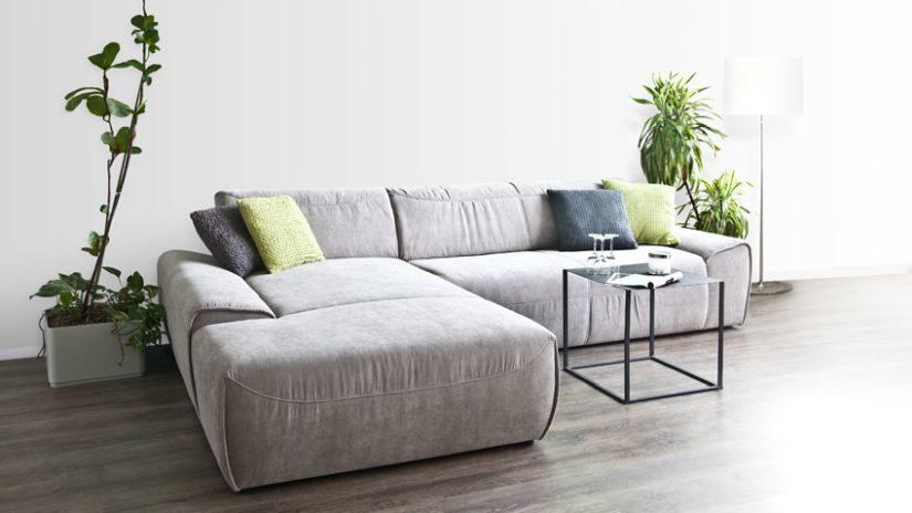 Veľký pohodlný gauč