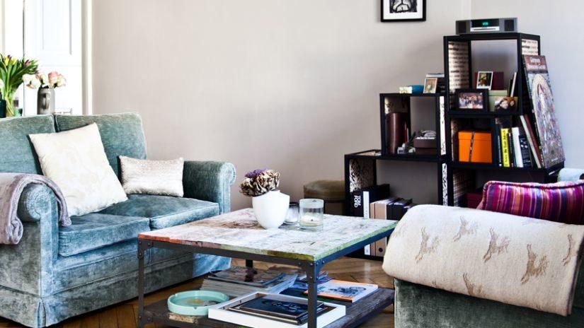 Modrý retro gauč
