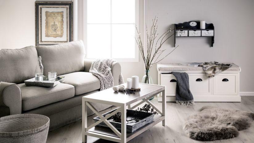 Sivý dvojmiestny gauč