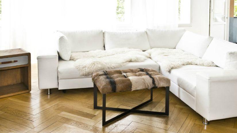 Biely rohový gauč