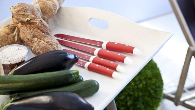 Dizajnové nože červenej farby