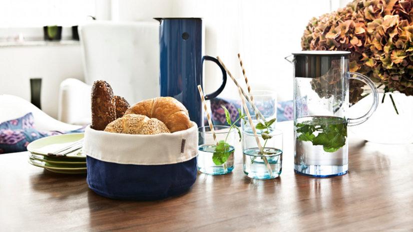 Klasický modrý košík na chlieb
