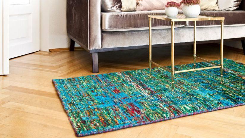 Moderný tyrkysový koberec