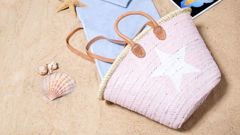Praktická ružová plážová taška