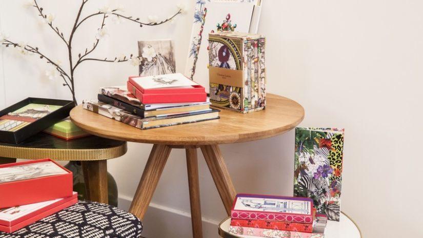 Klasický vintage konferenčný stolík z dreva