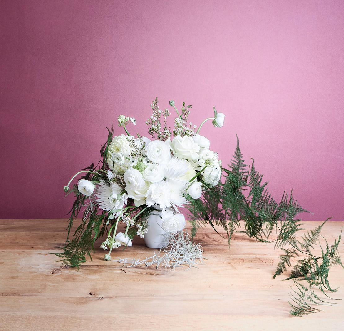 winterliches-blumen-bouquet-vor-pinker-wand