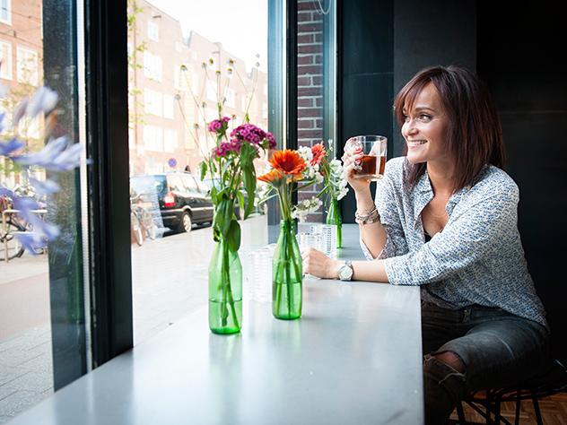 Odette Simons en el restaurante del Hotel Not de Ámsterdam.
