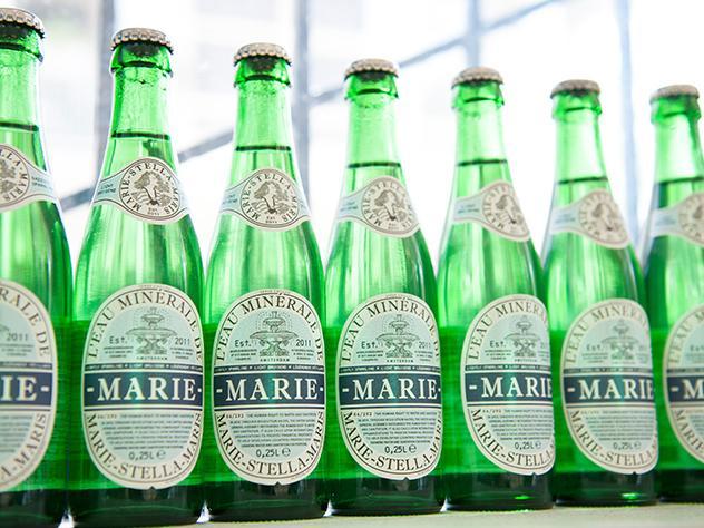 La marca de agua Marie-Stella siempre ha apoyado la idea de que todo el mundo pudiera beber agua limpia y potable.