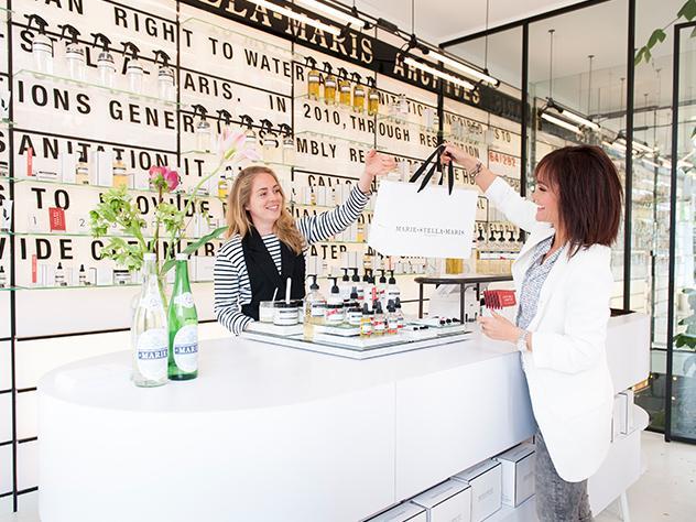 La Directora de Estilo de Westwing Holanda, Odette Simons, en la tienda Marie-Stella.