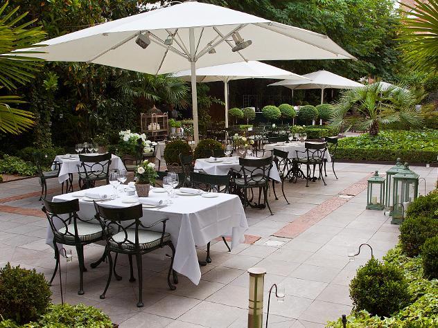 Alejarse del bullicio de la capital y adentrarse en este frondoso jardín con aires palaciegos es asegurarse la desconexión con la cotidianidad.