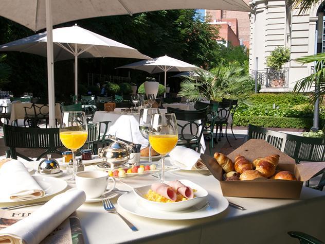 Una de las ventajas de la cocina internacional es poder disfrutar de un desayuno de alto standing, como los que ofrecen en la terraza del Hotel Santo Mauro.