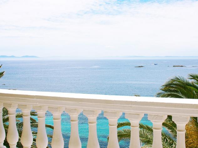 El estilo mediterráneo de los exteriores del Hotel Vistabella los convierten en el lugar perfecto para disfrutar e inmortalizar estas aguas de esencia ampurdanesa.