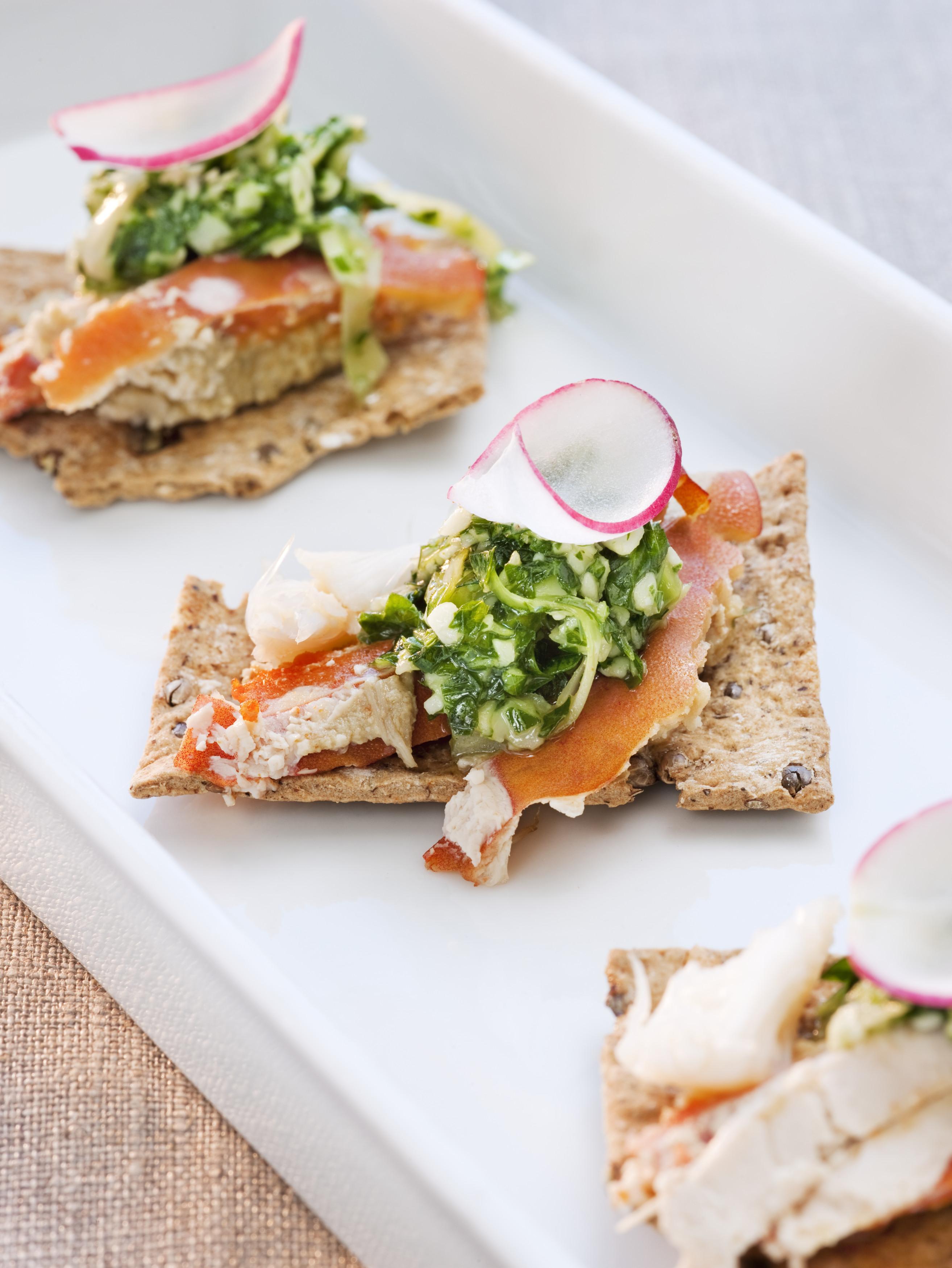 Protagonista indiscutible de la gastronomía sueca, el salmón no puede faltar en el Midsummer.