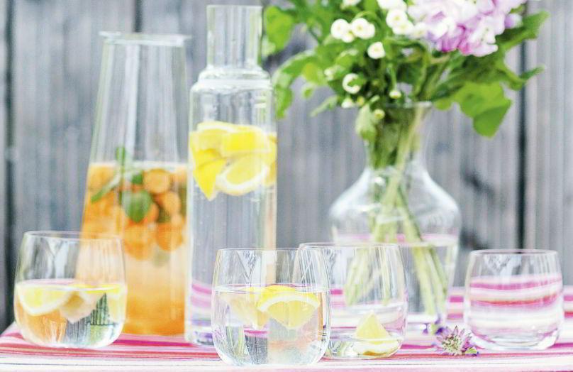 Acqua aromatizzata alla frutta: 6 ricette estive