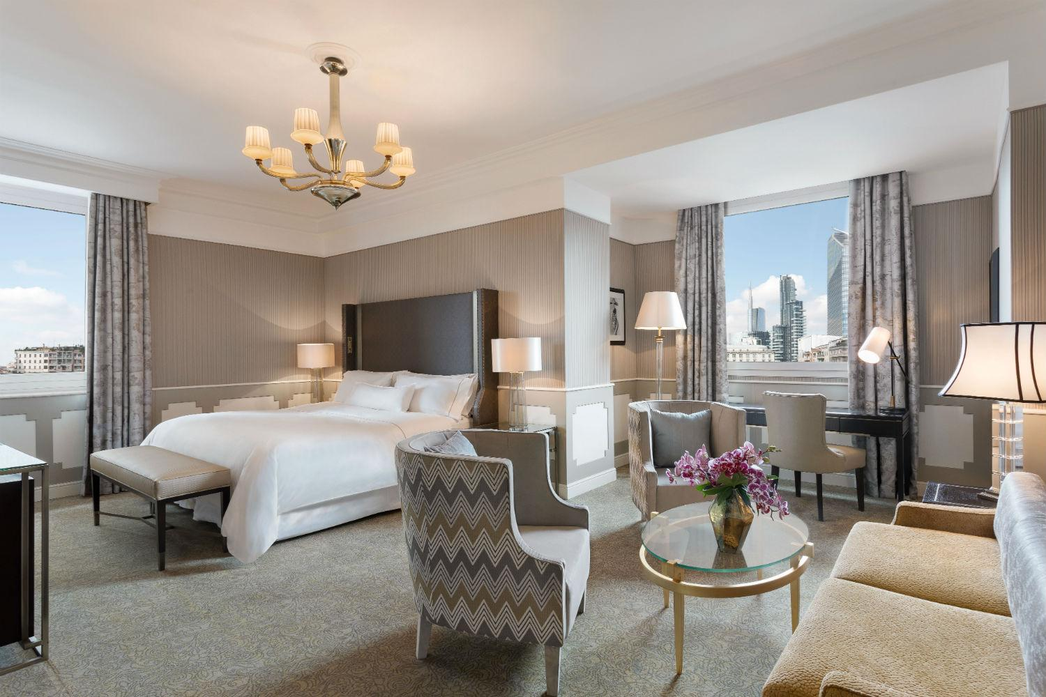 King Grand Deluxe Contemporary Guest Room
