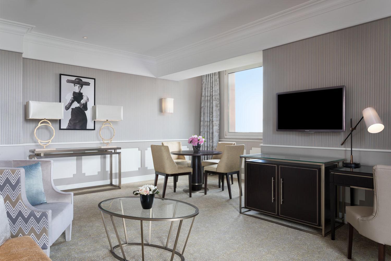 Suite Deluxe Living Room