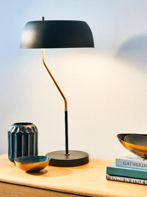 Lampada su scrivania