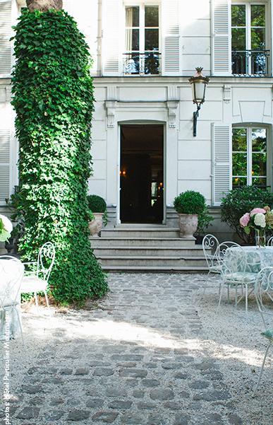 Le jardin de l'Hôtel Particulier : un écrin de verdure à Montmartre