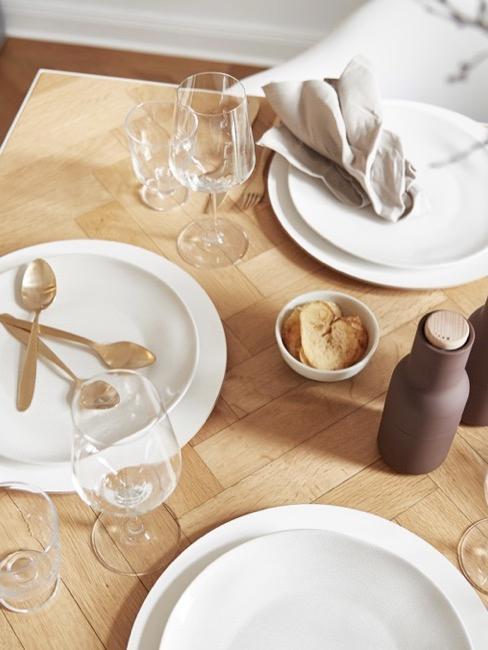 Soggiorno in stile country - Set da tavola con decorazione moderna