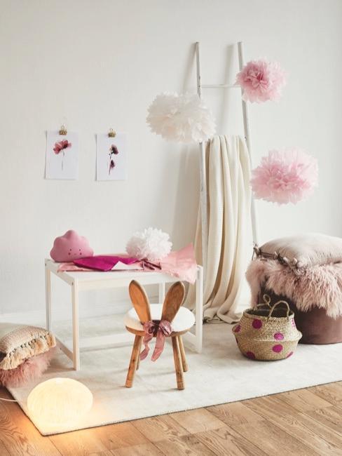 Cameretta con decorazioni rosa