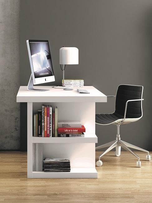Weißer Schreibtisch im Office.