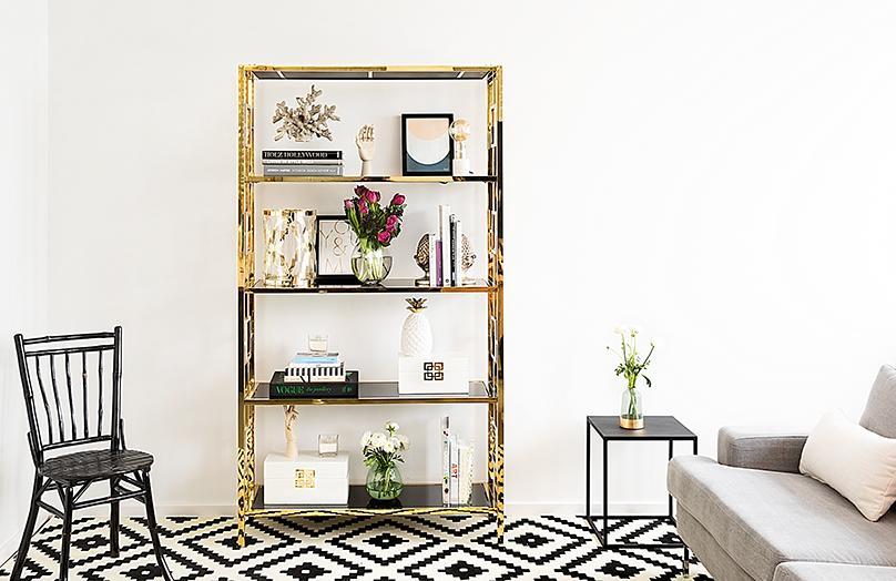 Una estantería con estilo