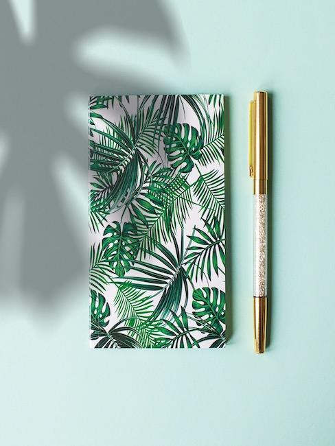 Bullet Journal con palme e penna