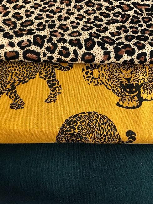 Leopardo y tela mostaza con tigres