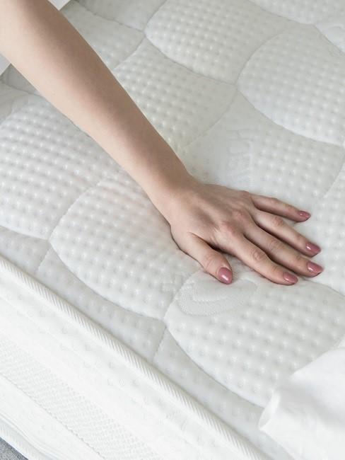 mano tacondo un colchón