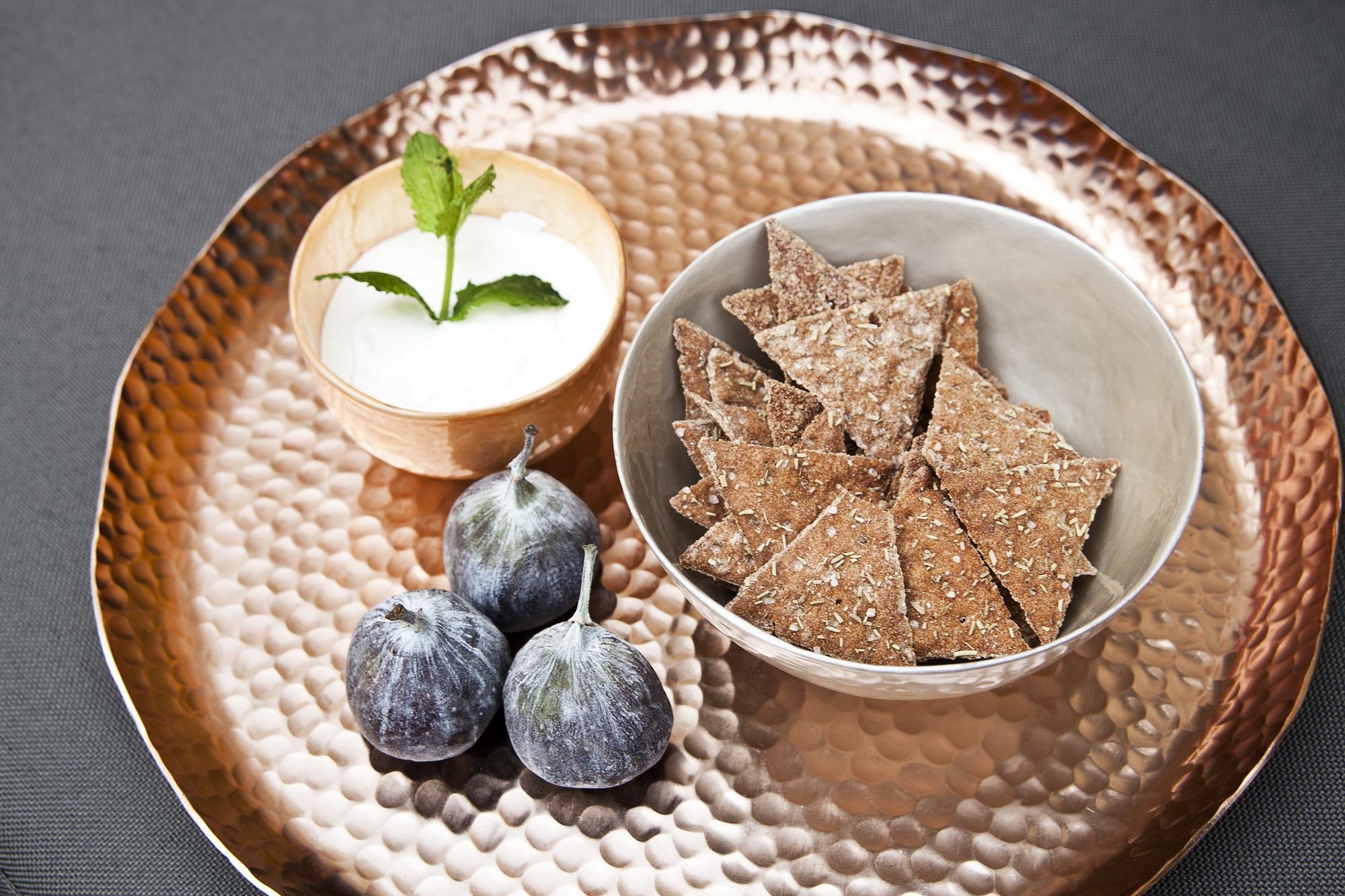 Scegliete per il menù esclusivamente cibo orientale: cous cous, fichi , datteri e tofu.
