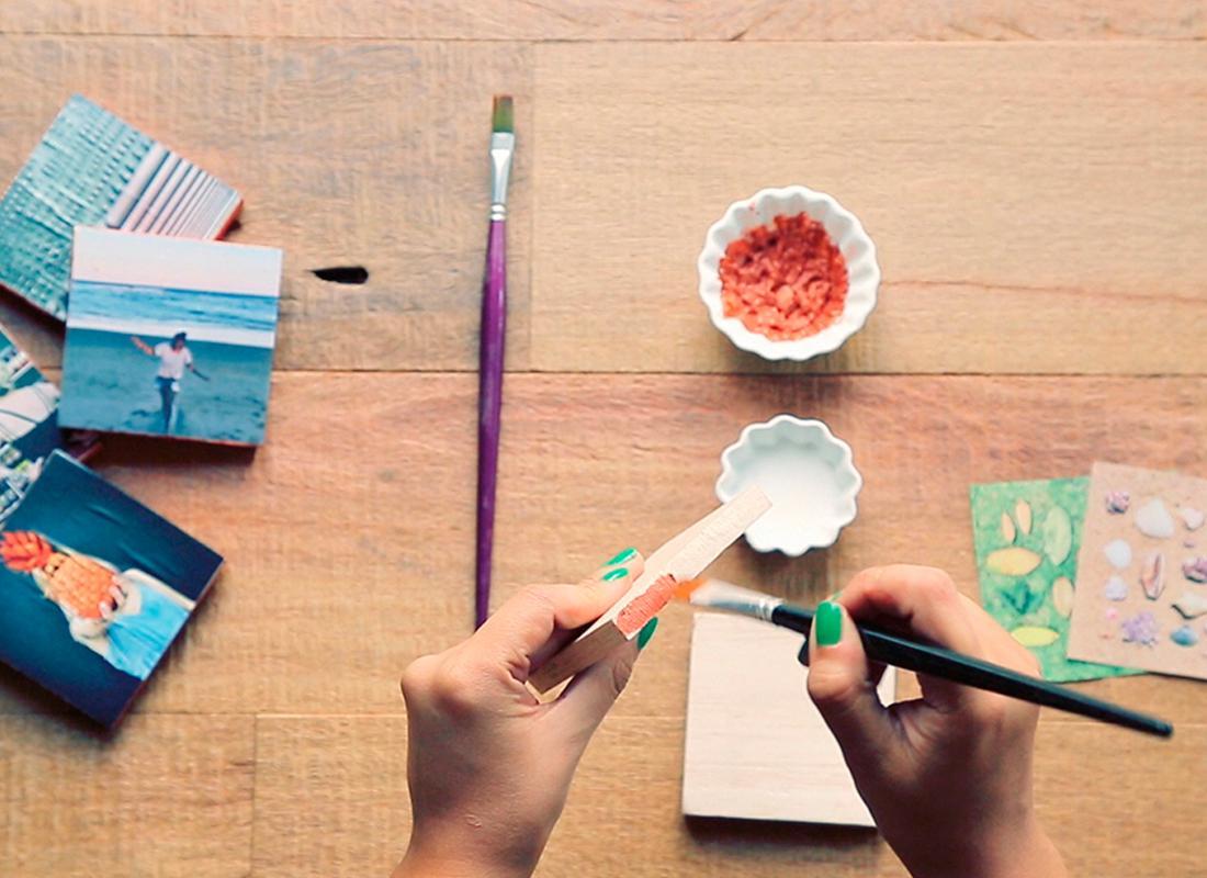 3. Die Seiten der Holzblöcke in Ihrer Lieblingsfarbe anmalen.