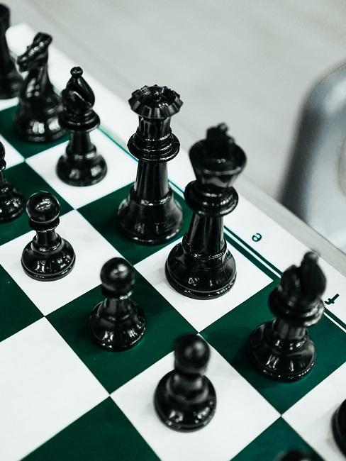 Schachbrett mit Figuren