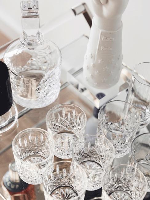 Vasos Longdrink sobre una mesa de cristal