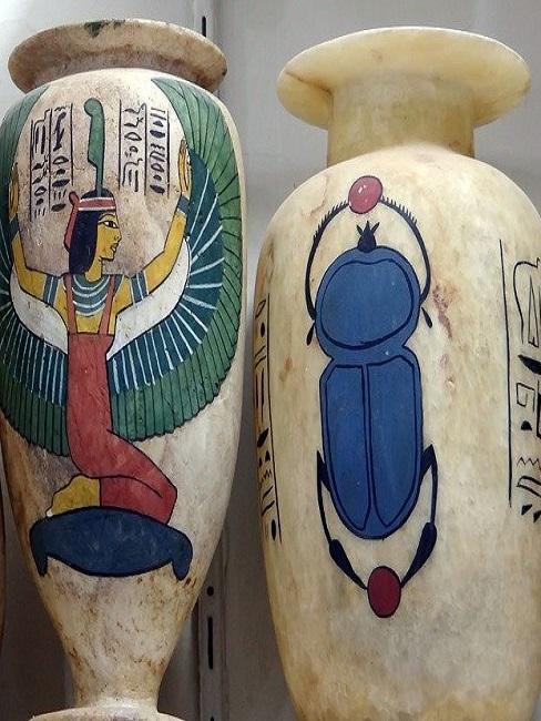Vasen aus Alabaster.