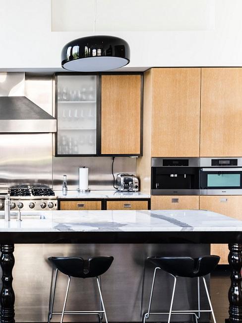 Holz Designer Küche mit schwarzen Details