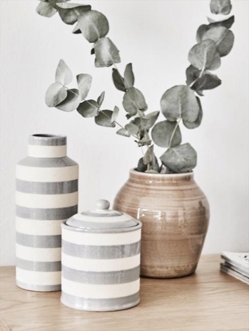 vasi decorativi con eucalipto stile lagom