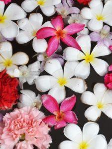 Feng Shui Deko Blüten in Wasser
