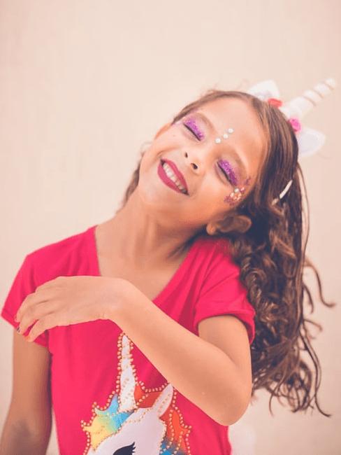 Bambina ad una festa di carnevale